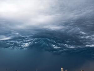 Уникальное видео облаков Асператус. Особенно страшно на 14-й секунде!
