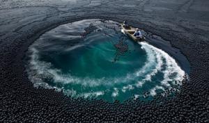 Зачем в водохранилище высыпали 100 млн черных шариков?