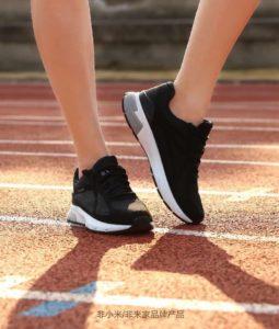 Китайцы научили кроссовки считать шаги и мерять пульс