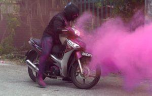 Новый способ борьбы с кражами — брелок-граната с розовой краской