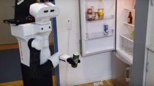 Немцы создали робота, который ходит к холодильнику за пивом
