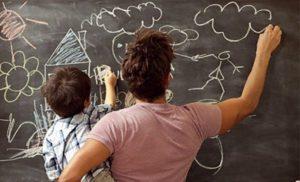 Как порисовать мелками на стене и не расстроить маму?